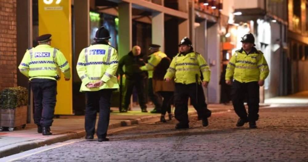 """Полиция использует """"умные"""" перчатки, позволяющие быстро найти спрятанное оружие"""