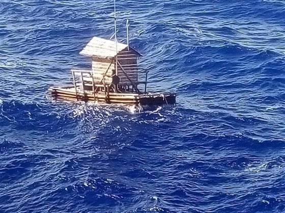 Парень выжил, проведя 49 дней на рыбацком плоту в открытом океане