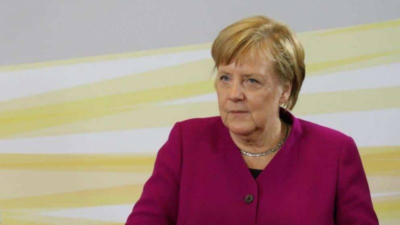 «Лучше бы извинилась за беженцев»: в раскаяние Меркель никто не поверил