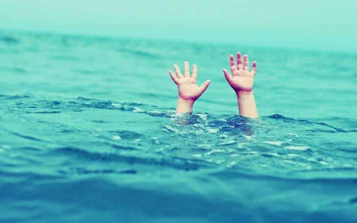 Отец так увлекся игрой, что забыл перекрыть воду в ванной и фактически убил 5-месячного сына