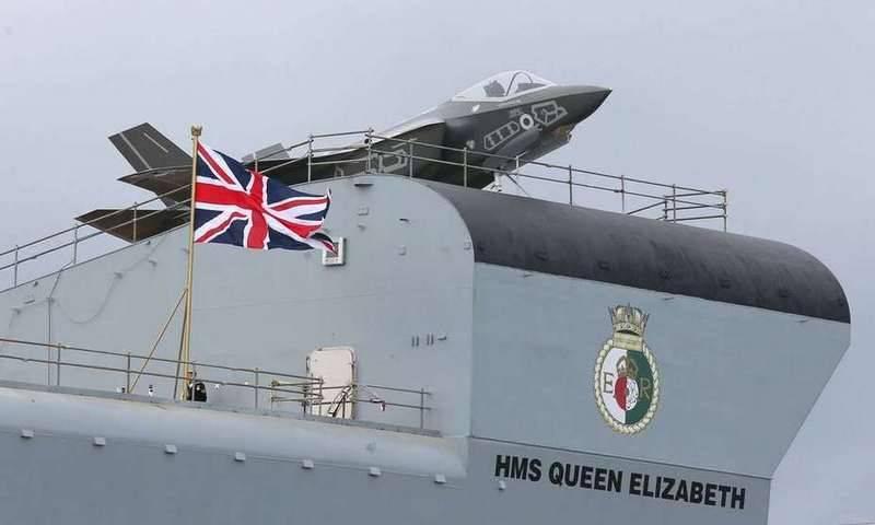 Британский авианосец HMS Queen Elizabeth прибыл в США
