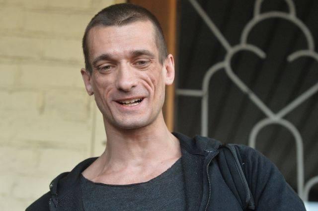 Суд по делу Павленского приостановили из отказа переводчицы работать
