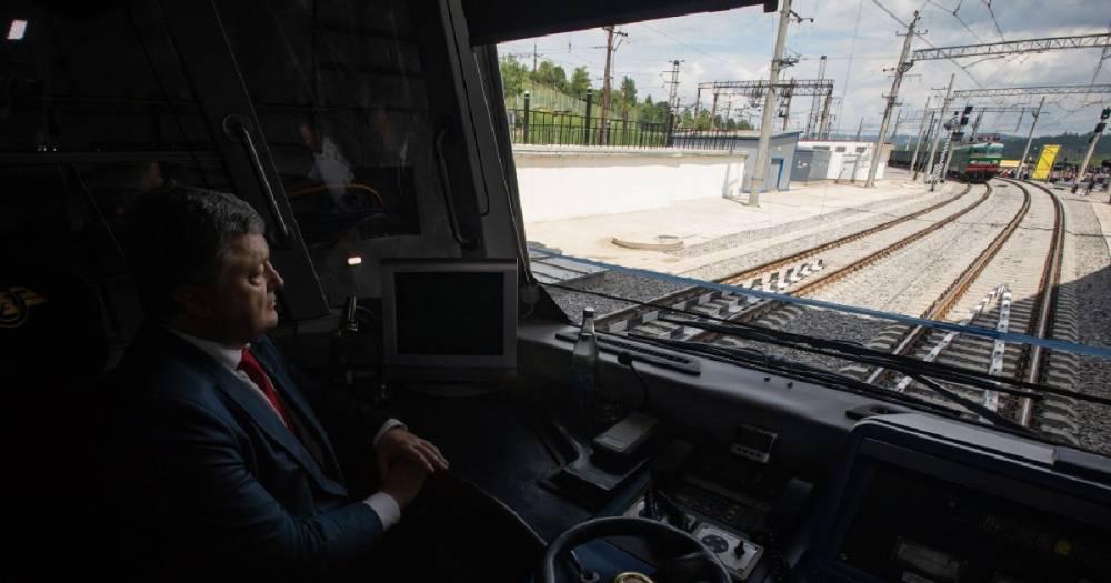 """""""Самое тяжёлое позади"""". Порошенко заявил о выходе Украины из зоны риска"""