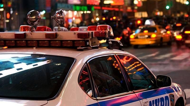 В Нью-Йорке пьяный офицер сперва заснул за рулем посреди дороги, а потом устроил погоню на улицах Бронкса: фото и иллюстрации