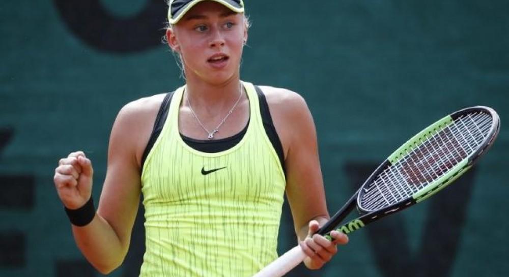 15-летняя украинка Лопатецкая выиграла второй теннисный турнир подряд