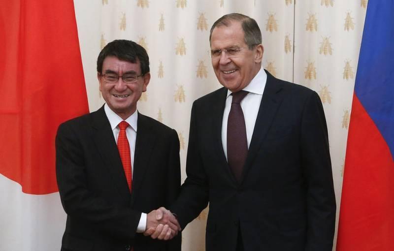 МИД РФ удивлён отказом Токио от проведения брифинга после встречи министров