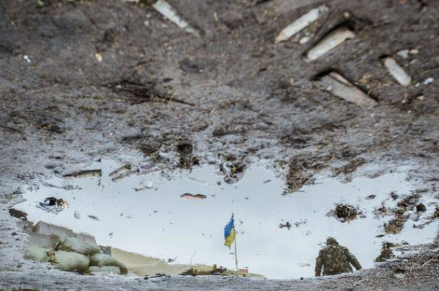 ЛНР: грузовик украинских силовиков подорвался на мине