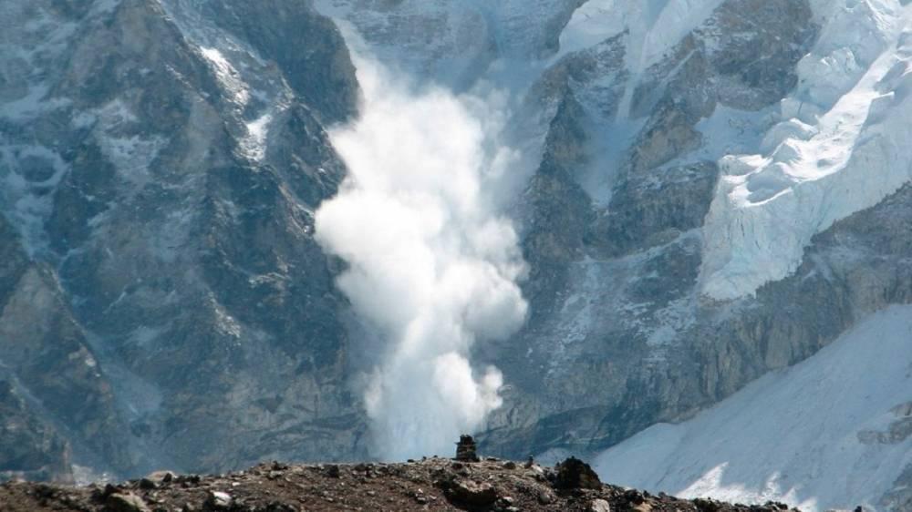 Два лыжника погибли при сходе лавин в Швейцарии