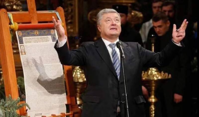 Беглый депутат: Порошенко молится на икону со своим ликом