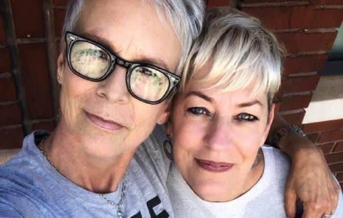 Мать гомосексуала посещает ЛГБТ-свадьбы вместо родителей молодоженов