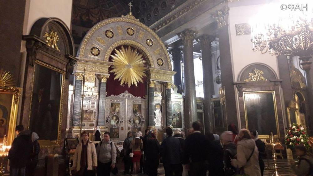 Рождественская служба началась в Казанском соборе, ФАН ведет прямую трансляцию: фото и иллюстрации