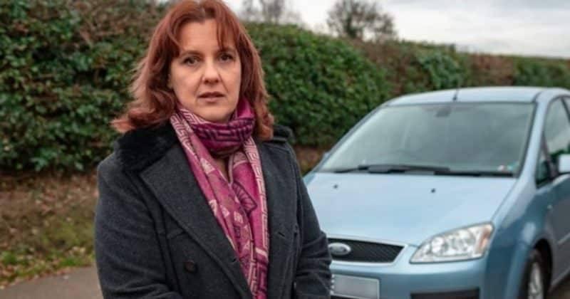 Мать-одиночку оштрафовали на £260 после того, как она оставила детей в машине на парковке