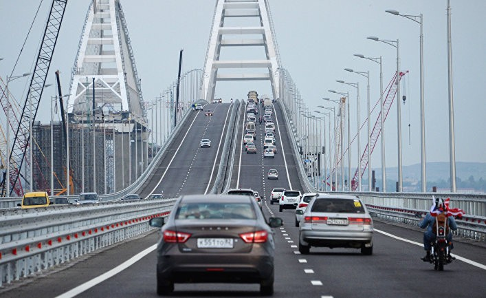 Обозреватель: зачем Украина следит за Крымским мостом