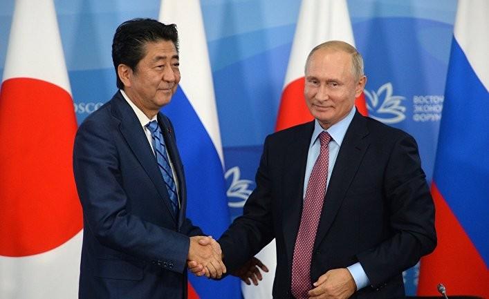 Санкэй симбун: Путин лишь дразнит Японию ради личной выгоды