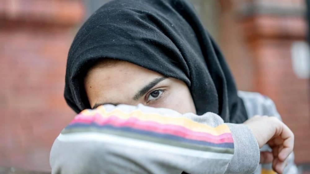 В Берлине неизвестный избил школьницу из-за платка на голове: фото и иллюстрации
