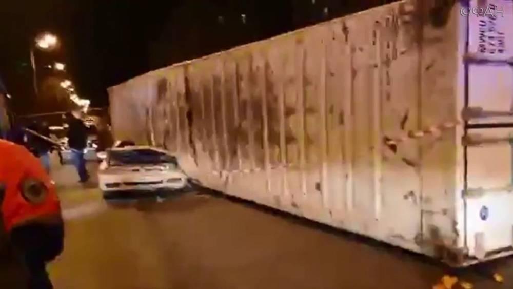 Смертельное ДТП в Новороссийске: грузовик опрокинулся на легковушку, ФАН публикует видео