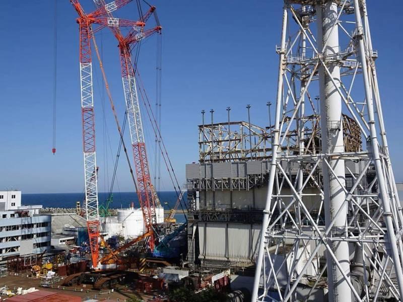"""СМИ Японии рассказали об эксперименте на АЭС """"Фукусима-1"""""""