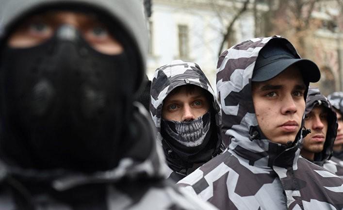 Главред: Украину бросают в костер гражданского противостояния