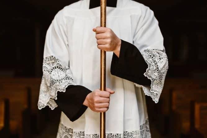 В одном из американских штатов назвали имена 189 священников, обвиняемых в сексуальном насилии: фото и иллюстрации