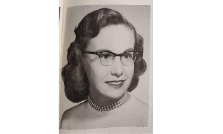 Кошелек, утерянный 64 года назад, нашли при демонтаже старой школы и вернули владелице