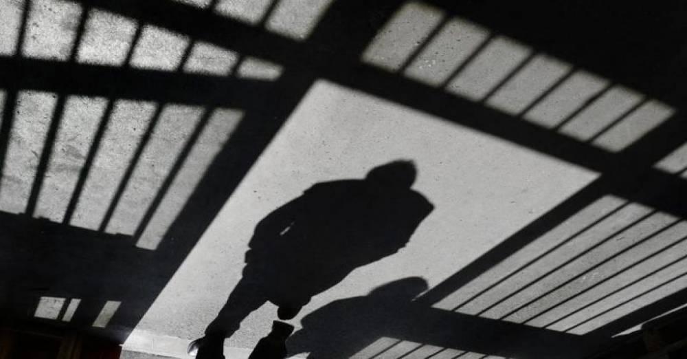 Женщина незаконно получала пособие на ребенка, который находился в тюрьме