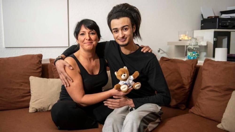 Из-за любви к беженцу Мона пожертвовала работой, друзьями и семьей