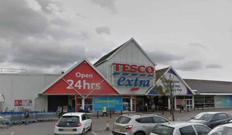 Покупатели бойкотируют отделение Tesco из-за отвратительного запаха, от которого не избавляются уже несколько недель