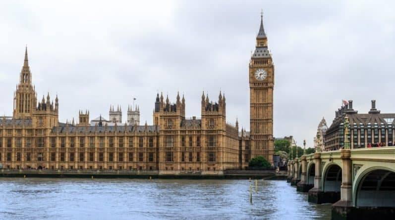 Британских депутатов могут начать судить за ложь общественности