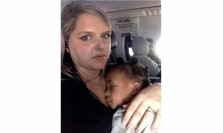 Мама 5 детей опубликовала в Facebook послание для пассажира самолета, раздраженного поведением ее дочери