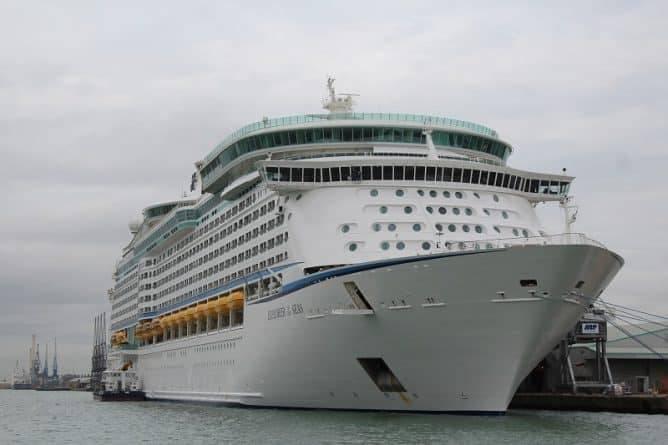 Компания Royal Caribbean Cruises выплатит $3,38 млн семье умершего на борту 70-летнего пассажира