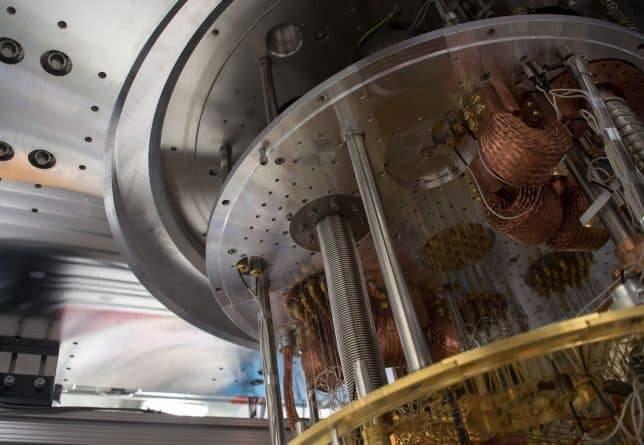 Физики вернули квантовый компьютер вспять по стреле времени