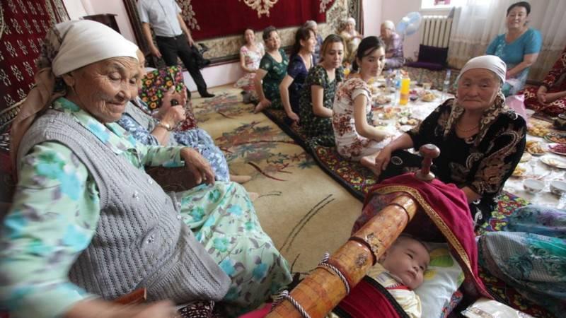 91-летняя узбечка впервые получила свидетельство о рождении   Вести.UZ