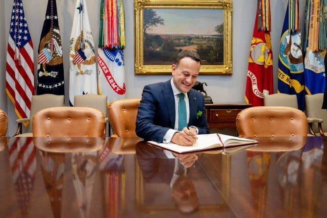 Вице-президент США Майк Пенс, выступавший против ЛГБТК, устроил «теплый прием» премьер-министру Ирландии и его бойфренду