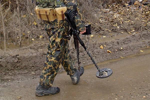На севере Москвы саперы обезвреживают мину времен войны