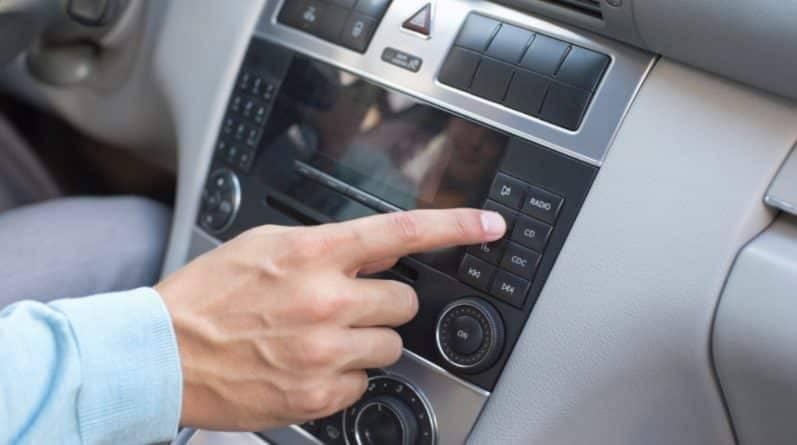Вскоре вас смогут оштрафовать на £100 за громкую музыку во время вождения