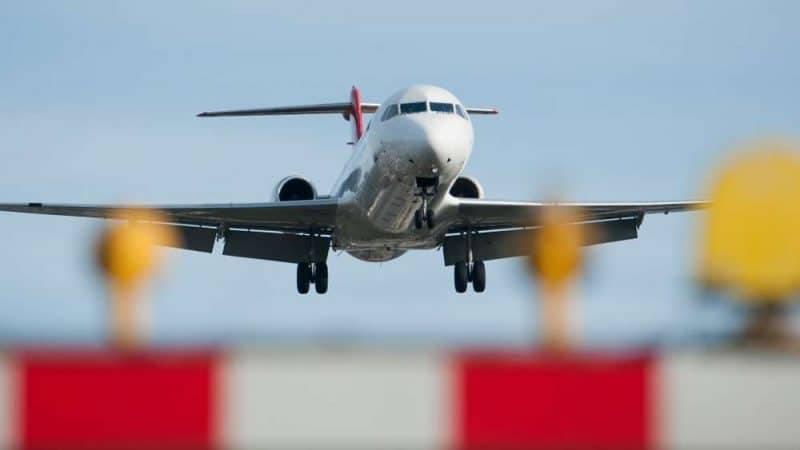 Бортпроводники предупреждают: эти сигналы в самолете означают серьезную опасность