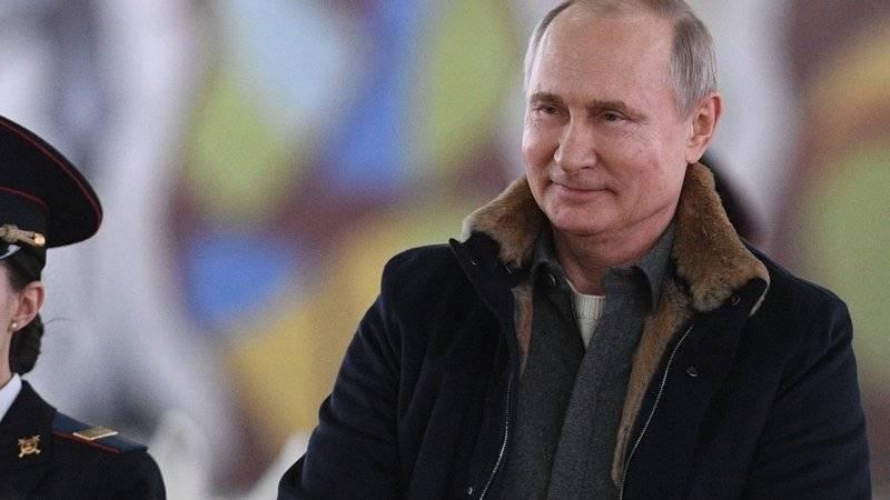 Путин считает необходимым воспитывать молодежь на основе патриотизма
