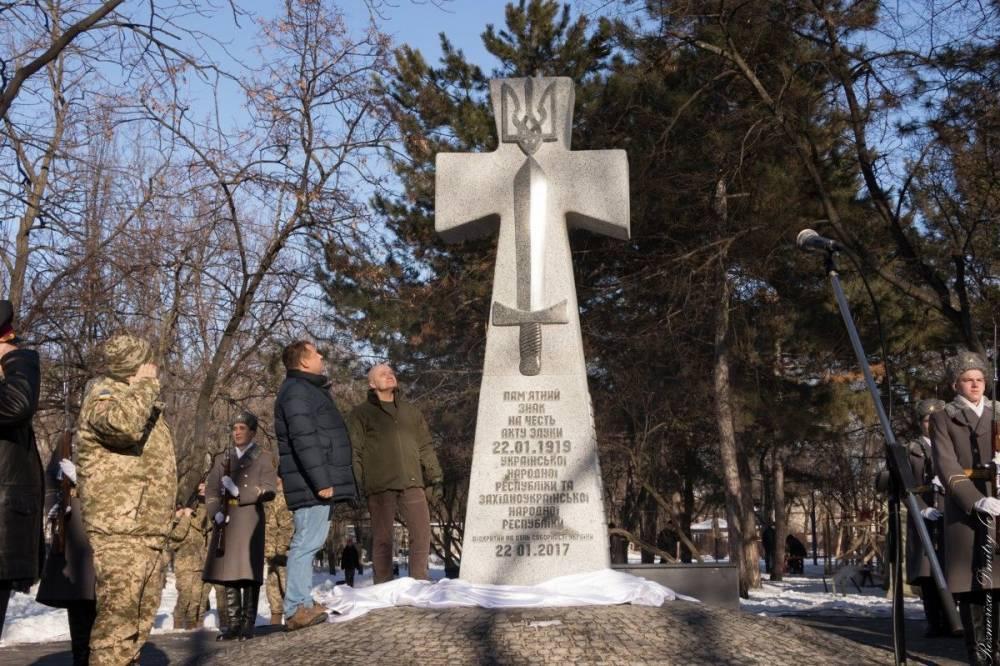 В Одесской области облили краской мемориал петлюровцам
