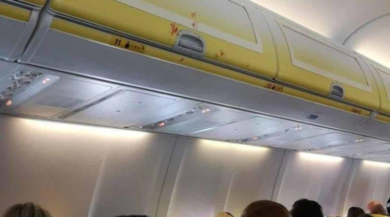 В самолете Ryanair развязалась драка, когда 2 пассажира поссорились из-за босоногой женщины