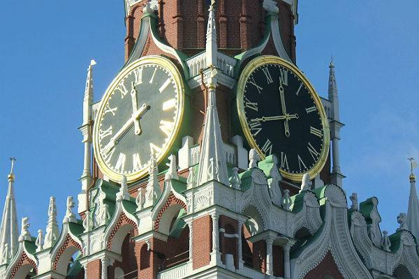 Госдума рассмотрит законопроект о сезонном переводе часов