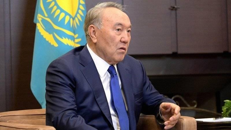 Экс-президент Кыргызстана Акаев удивился отставке Назарбаева
