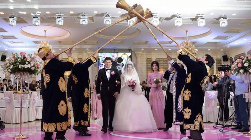 Развод по-узбекски: cвекор полоснул себя по горлу | Вести.UZ