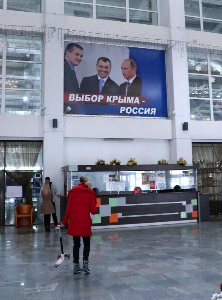 «Феерические кретины»: Гости из Москвы о закрасивших Чалого на плакатах в Крыму