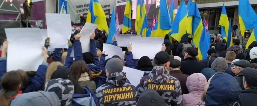 Билецкий пригрозил, что не оставит в покое цирк-шапито Порошенко