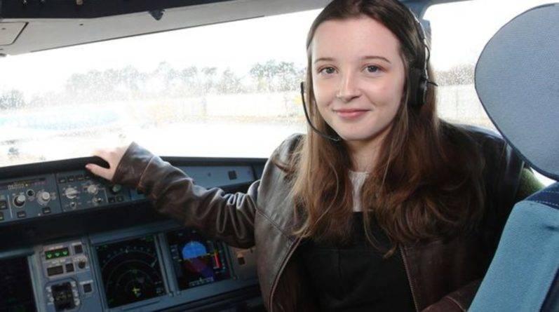 16-летний подросток стала самой молодой женщиной-пилотом в Великобритании