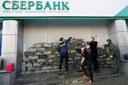 Порошенко продлил санкции против российских банков