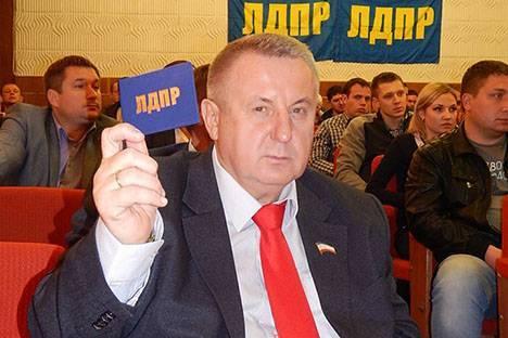 У Жириновского – раскол в Крыму, на выборах ЛДПР обещают провал