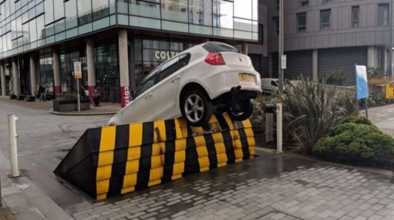 За одно утро на автоматическом барьере в MediaCity в Большом Манчестере попались 2 машины