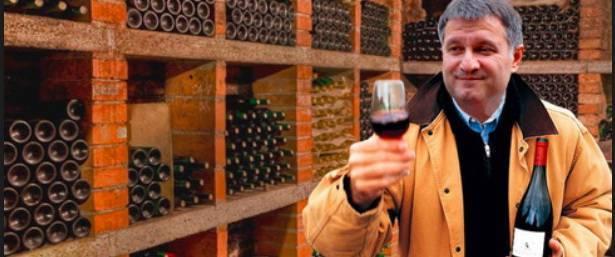 Аваков признался, что ищет спасение в тяжелом градусном алкоголе