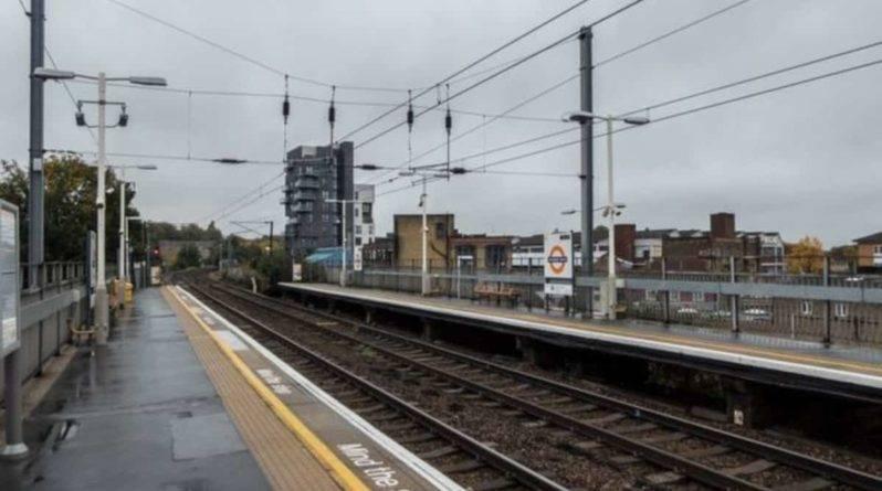 На ж/д путях возле Стратфорда в Лондоне нашли 2 человек, убитых током